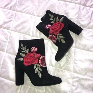 Shoes - EMBROIDERED BOOTIES!😍